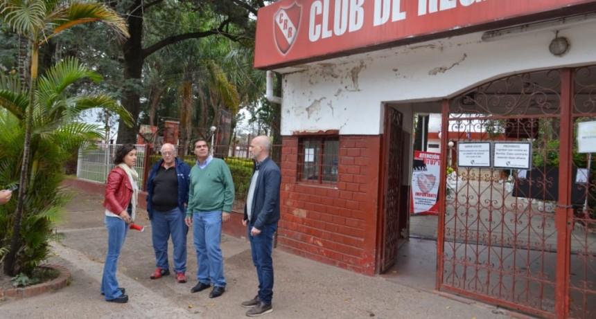 Capitanich y autoridades del Club Regatas analizaron medidas para garantizar la seguridad a los socios