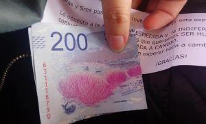 Furor por abuelo que repartió billetes de $ 200 en el tren Sarmiento
