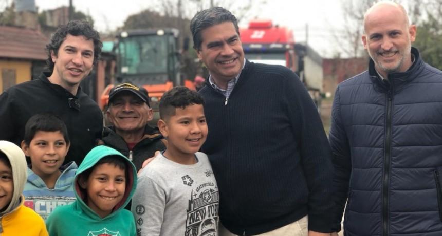 Capitanich recorrió las obras de pavimento que ejecuta el municipio en Villa Río Negro