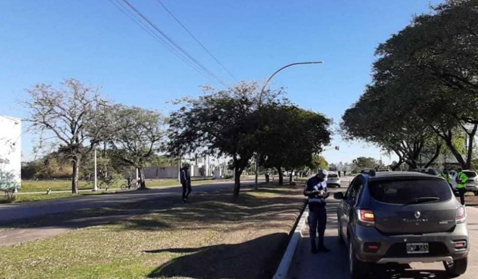 Con fuerte presencia policial y controles aleatorios, disminuyó la presencia de personas en la vía pública el fin de semana