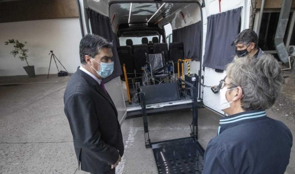 Provincia entregó una camioneta al Iprodich