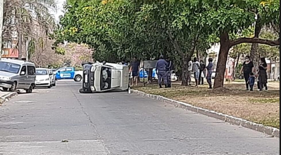 Resistencia: Joven en estado de ebriedad colisionó y volco su automóvil