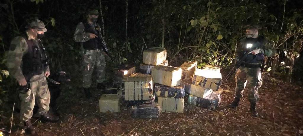 """Prefectura secuestró un cargamento de 1.310 """"panes"""" de marihuana"""
