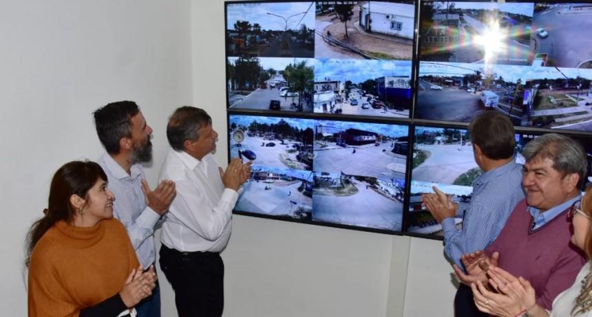 Peppo inauguró el Centro de Videovigilancia de Castelli