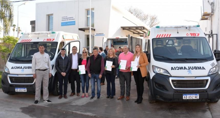 Domingo Peppo entregó cuatro  ambulancias al sistema de Salud