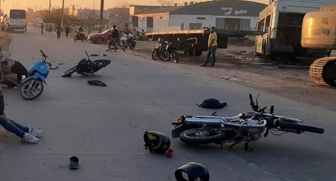 Accidente fatal entre un camión y dos motocicletas en Sáenz Peña