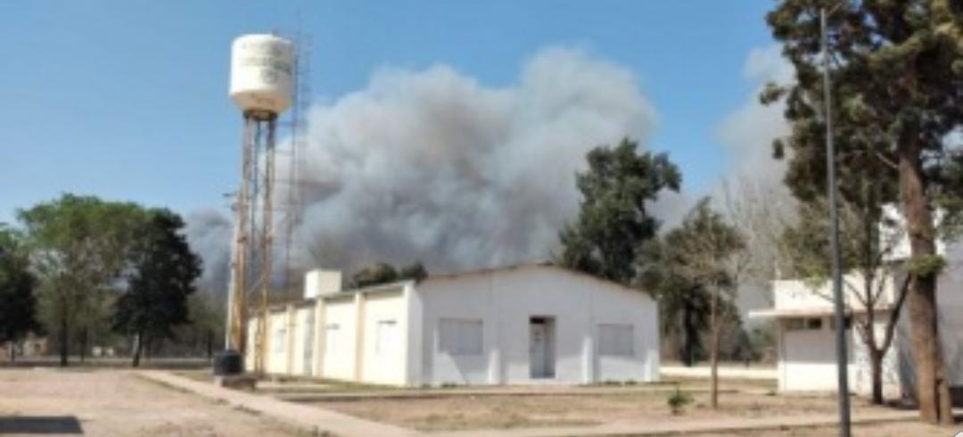 Miraflores: evacuan a vecinos por incendio de gran magnitud