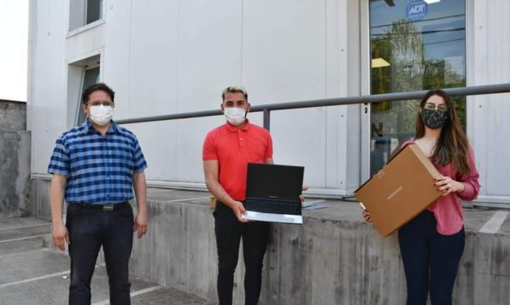 Salud entregó 2 Notebook a la Dirección de Epidemiología Provincial