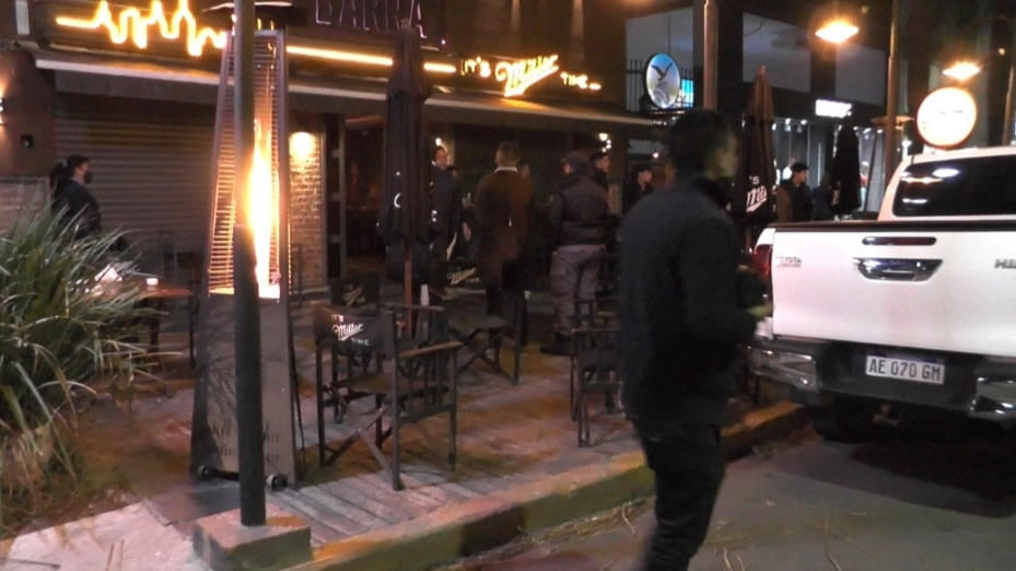 Resistencia: Efectivos de la división COM en conjunto con División Canes realizó operativos de cierres de bares