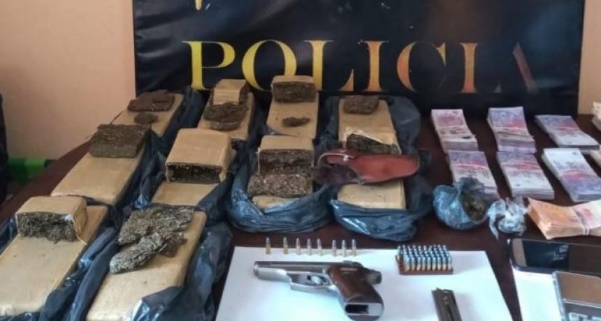 Consumos Problemáticos: secuestran 13 kilos de droga, armas y $800.000