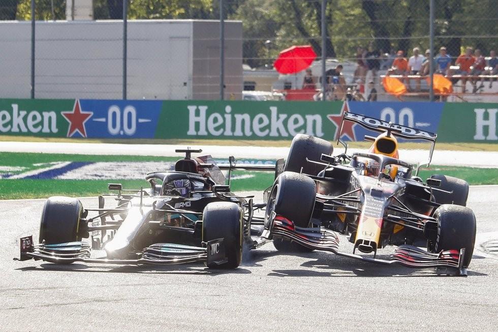 El espectacular accidente en en el que Verstappen pasó por arriba a Hamilton