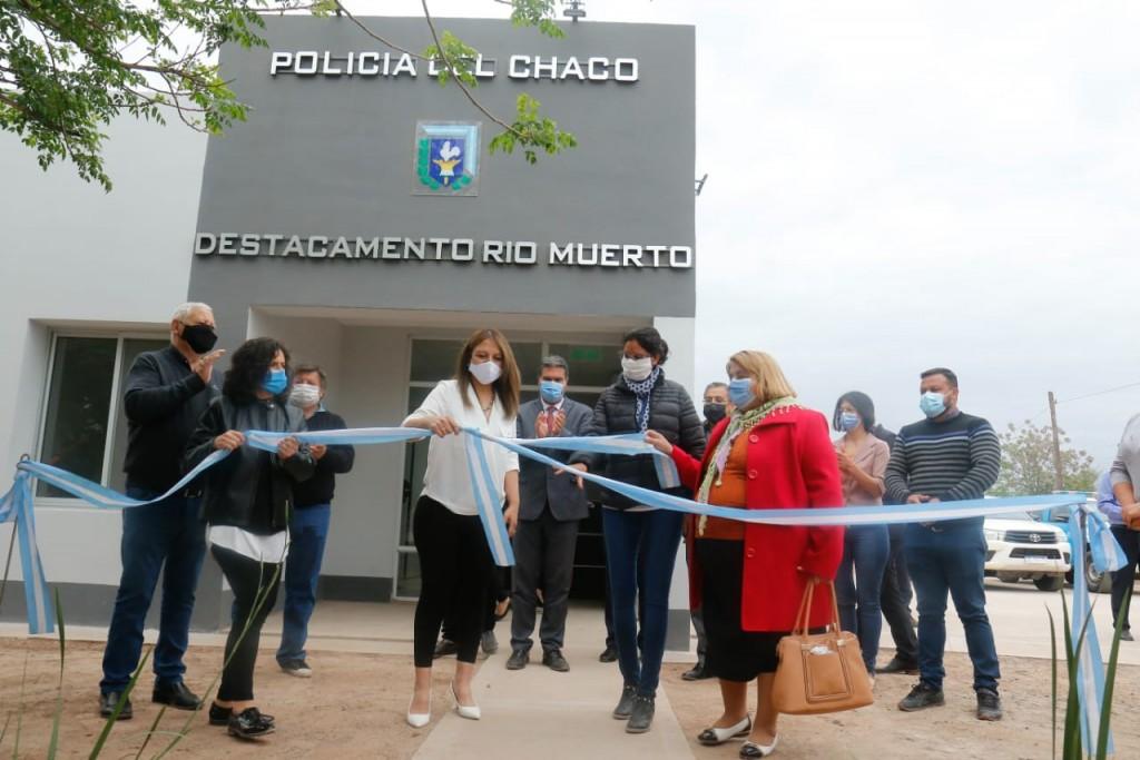 Los Frentones: el gobierno inauguró la refacción del destacamento policial de Río Muerto, el Paseo Guaycurú y la Plaza Central
