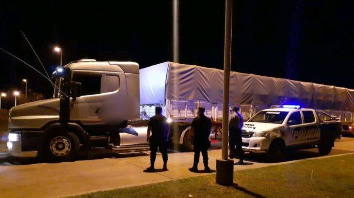 San Vicente: demoraron a un camión con soja hasta que apareció un juez, metió presos a los policías y liberó la carga