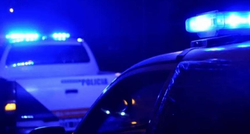Vecinos atacaron a policías cuando detenían a un hombre armado y con droga