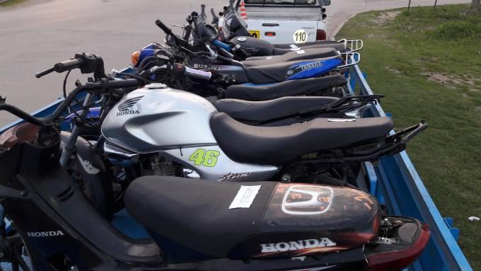 15 MOTOS SECUESTRADAS EN LA MADRUGADA POR OPERATIVO CAMINERO.