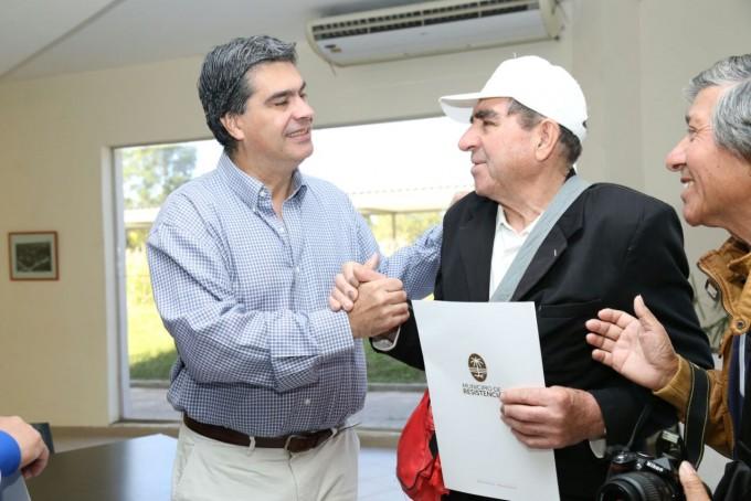 Capitanich entregó nuevos títulos de propiedad a vecinos de diferentes barrios