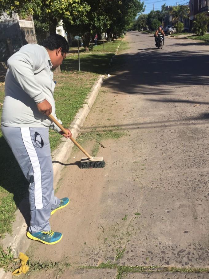 El municipio concretó trabajos de desmalezamiento y descacharrado en el barrio Asunción