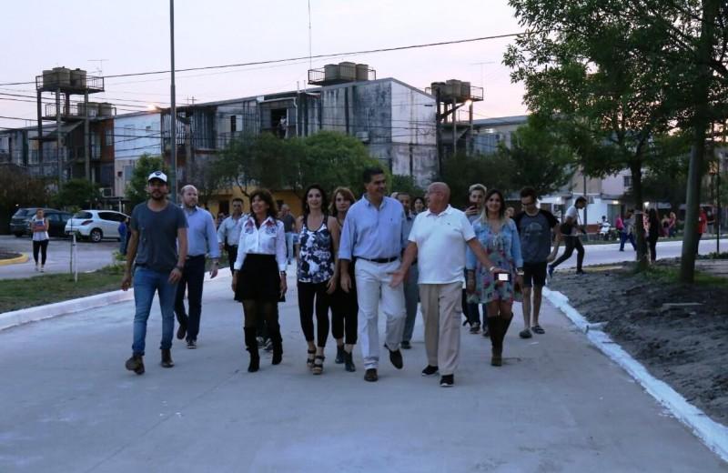 Más pavimento para Resistencia: Capitanich inauguró una obra que anunció Aída Ayala y que nunca concretó