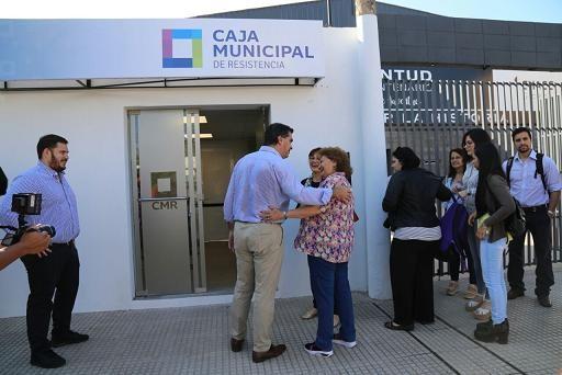 Capitanich recorrió las instalaciones del nuevo centro de pagos de la Caja Municipal en el Club Villa Centenario