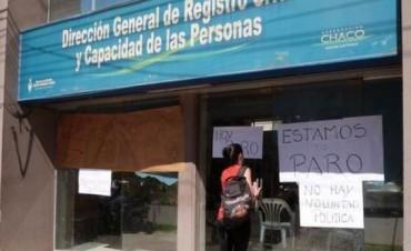 Por orden del Ministro Bergia notifican traslado a los beneficiarios de planes FOCO que hicieron paro de actividades en el Registro Civil.