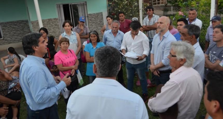 Capitanich supervisó trabajos de recambio de luminarias y colocación de ripio en Villa Don Andrés y anexo Zampa
