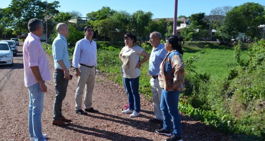 Capitanich supervisó colocación de ripio y trabajos de mejoramiento  urbano en los barrios Santa Clara y Villa Facundo