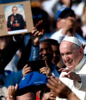 El Papa proclamó santos a Pablo VI y el salvadoreño Óscar Romero