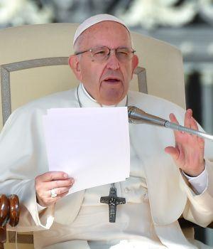 Para Francisco, el aborto es como recurrir a un
