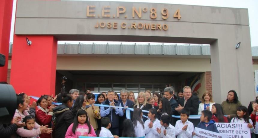 Domingo Peppo inauguró un edificio escolar