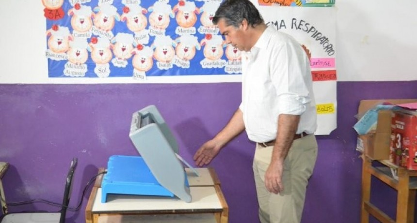 Jorge Capitanich emitió su voto en las primeras horas de la mañana
