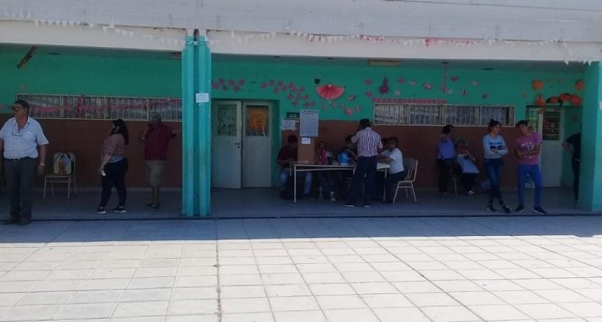 Un hombre de 72 años falleció mientras esperaba su turno para votar