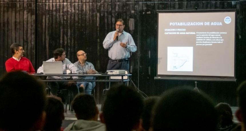 Las autoridades de SAMEEP expusieron en la Escuela Técnica Nº21