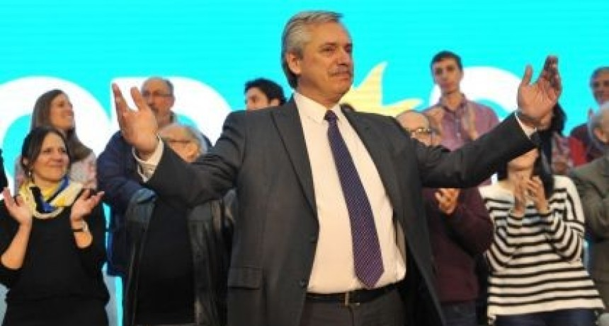 Alberto Fernández visita a los gobernadores en Chaco y cierra la campaña con un acto en Mar del Plata