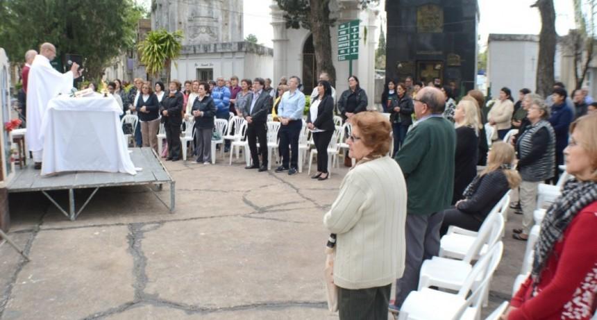 """El Municipio acompañó la Misa por el Día de la Madre en el cementerio """"San Francisco Solano"""""""