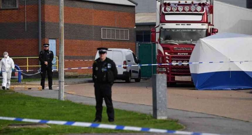 Macabro hallazgo de decenas de cadáveres en un camión en Inglaterra