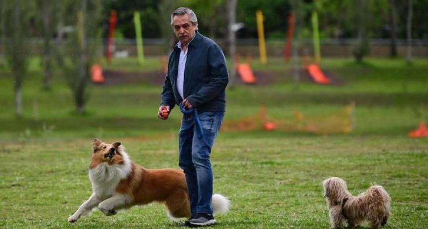 Alberto Fernández comenzó la jornada electoral reunido con amigos y recordando a Néstor Kirchner