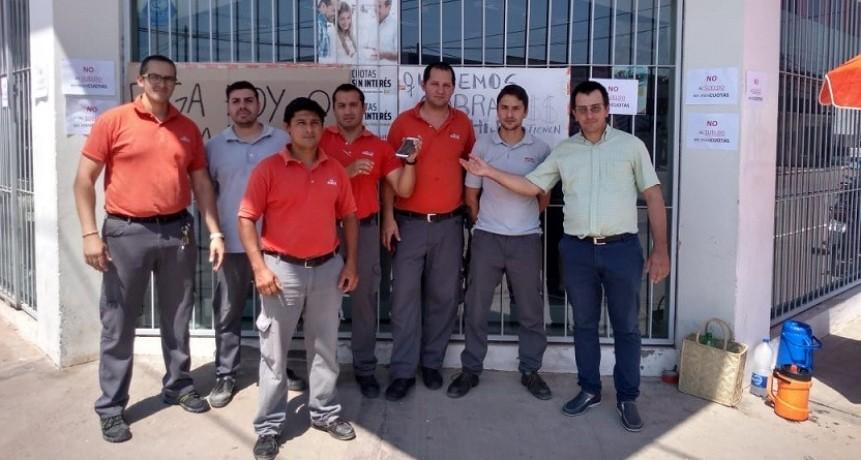 Trabajadores de la Empresa Mini Cuotas Ribeiro de Villa Ángela, reclamaron por el atraso en  el pago de sus haberes