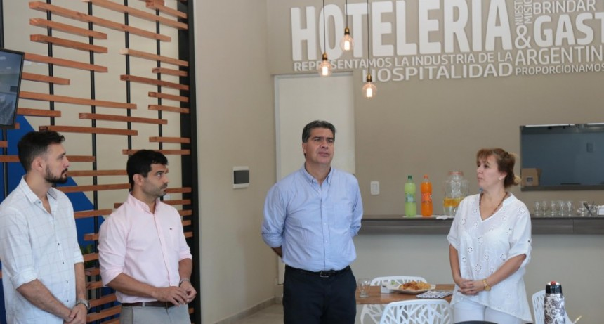 Capitanich recorrió el espacio buffet de la Asociación de Hoteles, Restaurantes, Bares, Confiterías y Afines