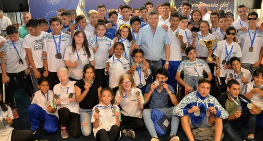 Domingo Peppo reconoció a medallistas chaqueños que participaron de los Juegos Evita