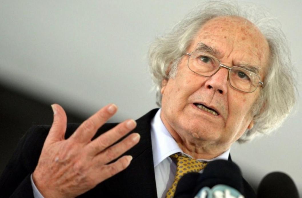 Cuarenta años atrás, Pérez Esquivel era distinguido con el Premio Nobel de la Paz