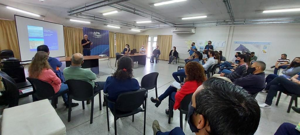 Situación hídrica del Chaco: el ingeniero Hugo Rohrmann brindó una charla a pasantes y profesionales de la APA