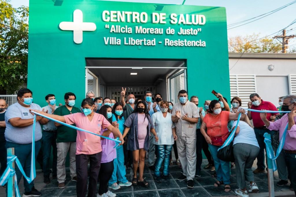 Junto a vecinos y personal sanitario, Capitanich habilitó obras de ampliación y refacción del centro de salud de Villa Libertad