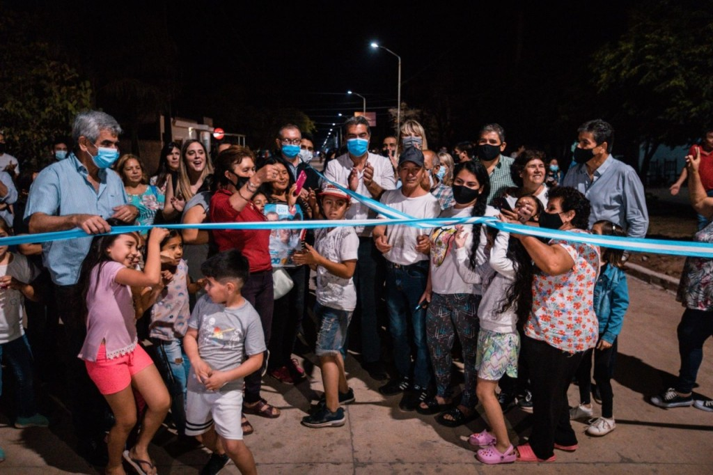 Capitanich inauguró más cuadras de pavimento en Presidencia Roque Sáenz Peña