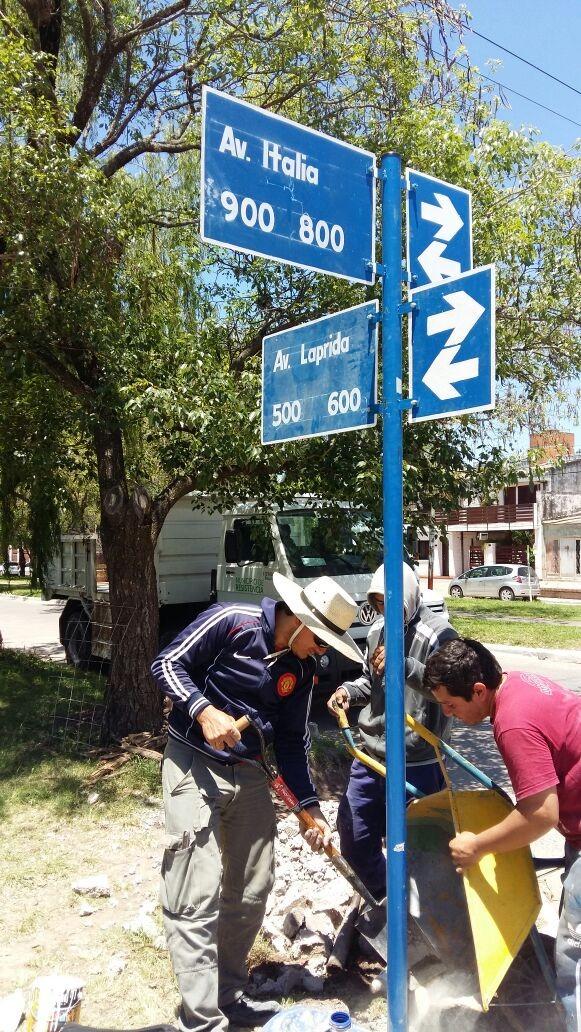 Avanza el programa de señalética vial: el municipio colocó carteles nomencladores en la avenida Italia