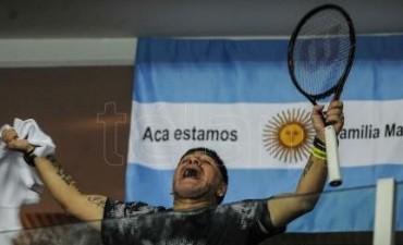 Copa Davis Del Potro le regaló su raqueta a Maradona