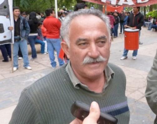 Mucha emoción entre los familiares y amigos de Aurelio Díaz al recibir su título como legislador.