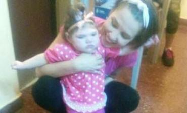 La madre de Luana Milagros la pequeña que padece Microcefalia con Sindrome de West reclama la falta de insumos médicos en INSSSEP