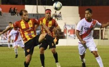 """Federal """"A"""" Sarmiento cosechó un empate en Posadas y sigue arriba"""