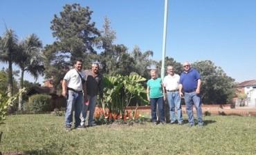 Trabajos de parquización, arbolado y desagües en el barrio Jorge Newbery