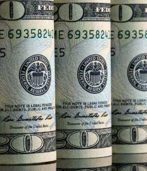 El dólar cerró con leve baja en la City